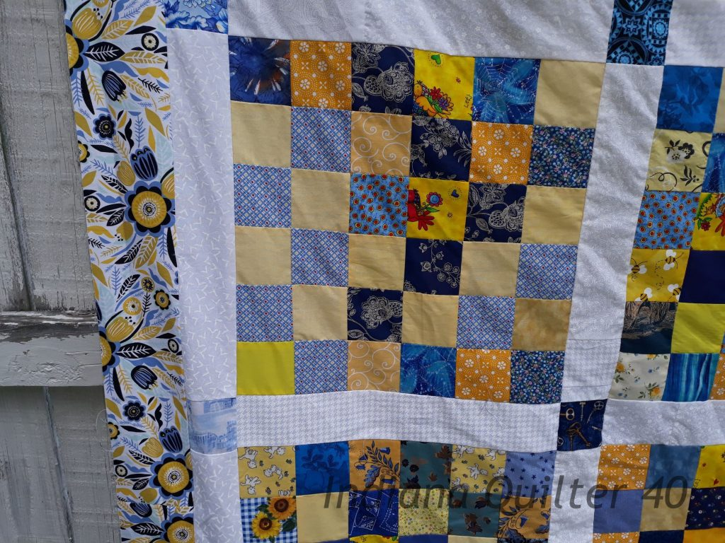 Close up of border fabric sewn on quilt.